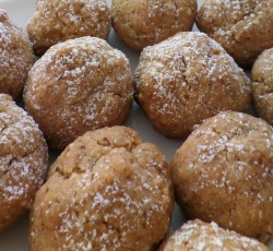 Almond and Cardamom Butter Balls